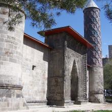 Türk-İslam Eserleri ve Etnografya Müzesi (Yakutiye Medresesi)